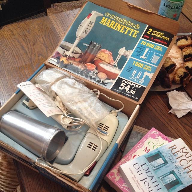 Butin de la braderie: 3 livres en english et un robot vintage: le tout 7 euros :-)
