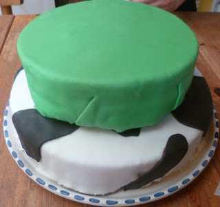 Le gâteau en pâte à sucre: sur le thème des vaches - Les ...